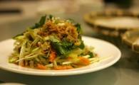 Тайский салат из зелёного манго Ям Мамуанг (ยํามะม่วง)